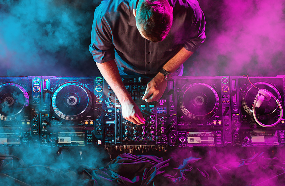 DJ 920x600