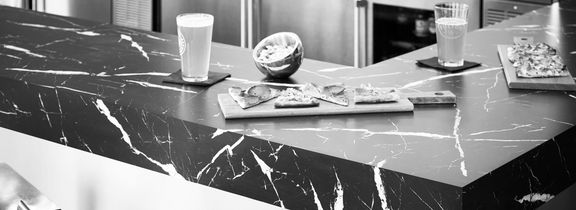 Bar 180fx® Laminate by Formica Group 7403-11 Nero Marquina, DecoMetal® metal laminate M2042 Brasstoned Brushed Aluminum