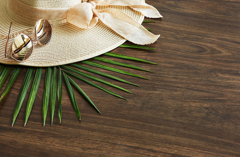 5783-NG Antique Mango woodgrain laminate retail display with hat and sunglasses