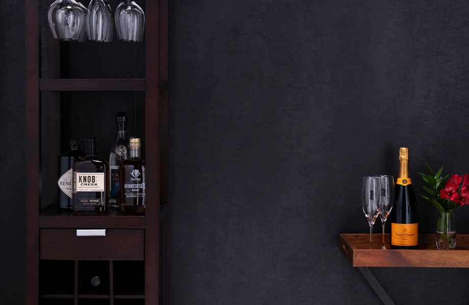 M9422 Black Patina metal wall with wine and stemware