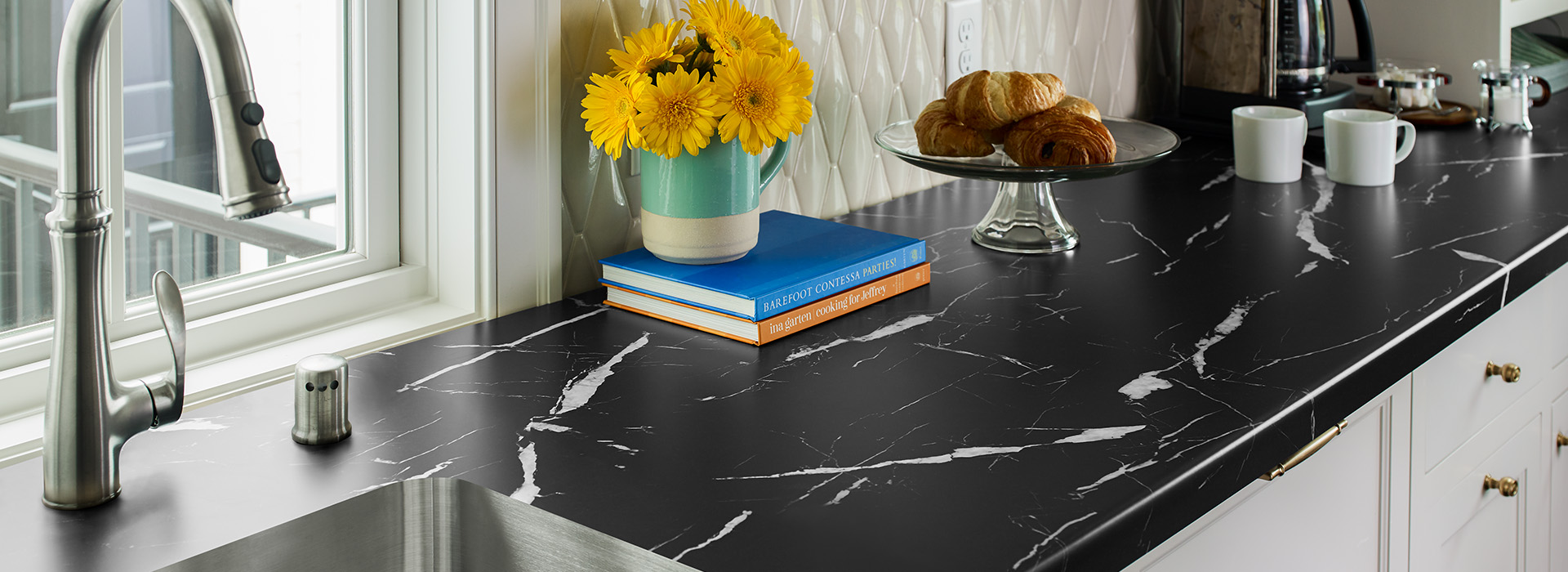 Kitchen countertop with yellow flowers and bread 7403 Nero Marquina 180fx