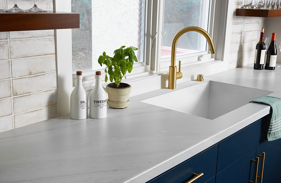 Kitchen countertop made with Formica® HPL laminate 180fx® 5014-11 White Painted Marble – tone on tone, soft gray on white creates a subtle and elegant pattern.