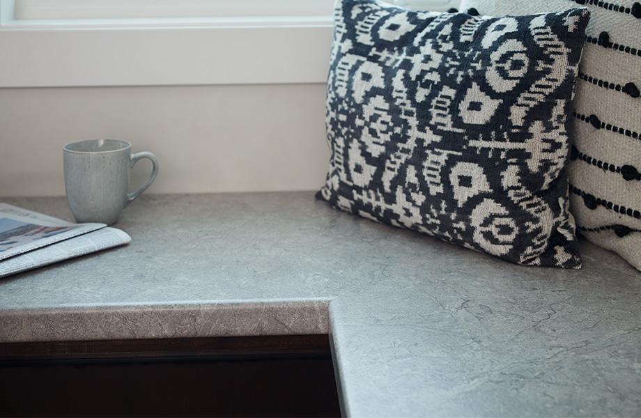 Window seat with coffee mug 7406 Marmara Beige Formica Laminate