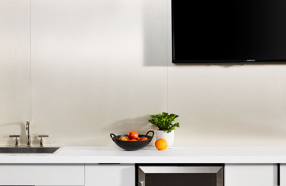 M9427 Champagne Stainless laminate accent wall with 102 Arctic kitchen counter and 459 Brite White cabinet
