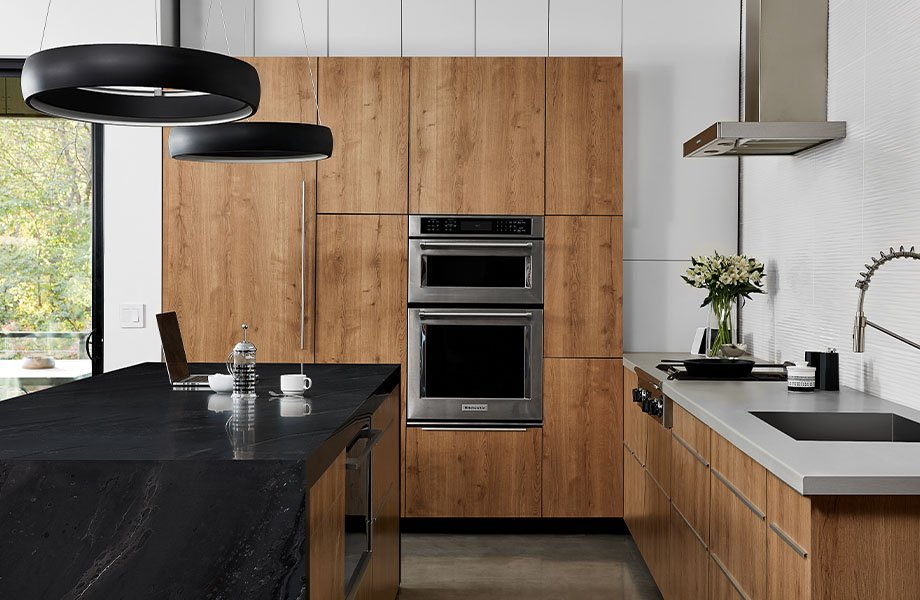 5015 11 Black Painted Marble, 9312 NG Planked Urban Oak, 9319 BH Stainless countertop