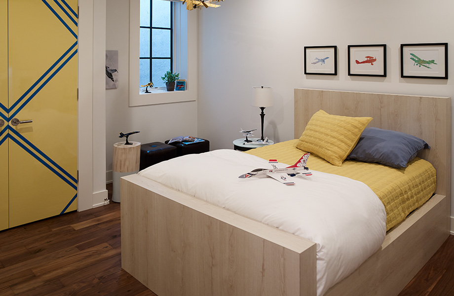 7412-PG Planked Raw Oak wood laminate bed with 8795-90 Matrix Blue and 1485-90 Chrome Yellow door