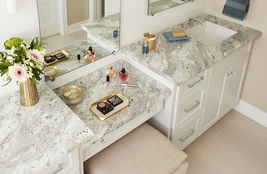 Tocador de baño de 9284 43 Classic Crystal Granite con accesorios y flores