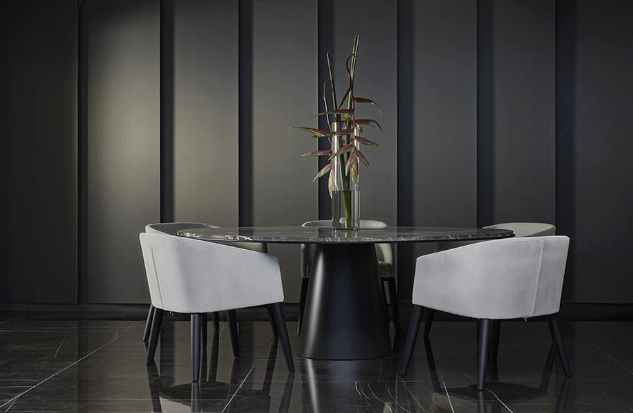 DecoMetal y Mesa con sillas