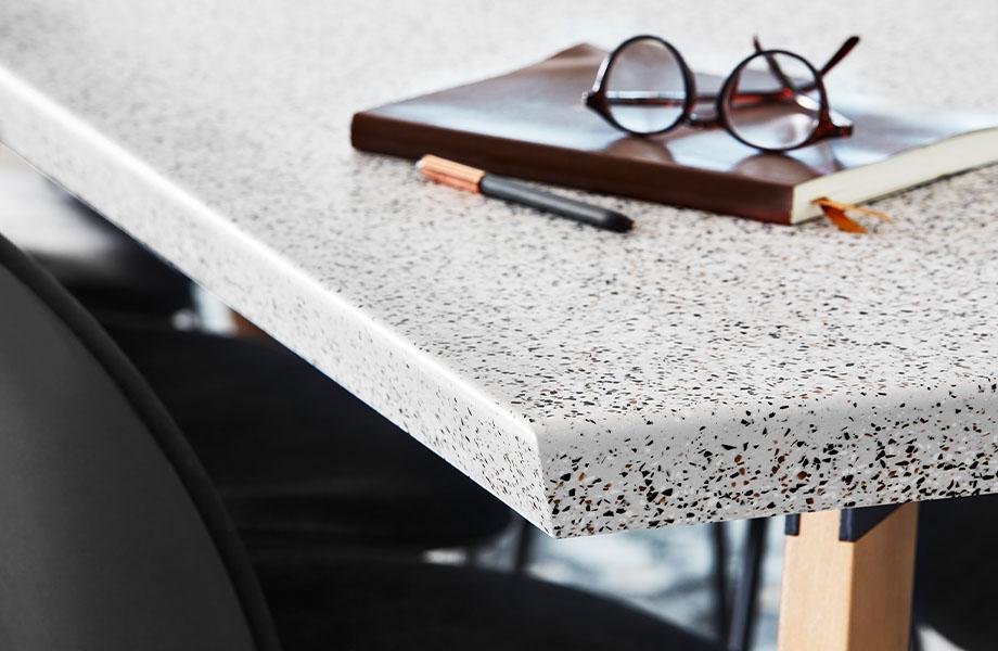 412 Dalmata Terrazzo Matrix table corner with notebook and glasses