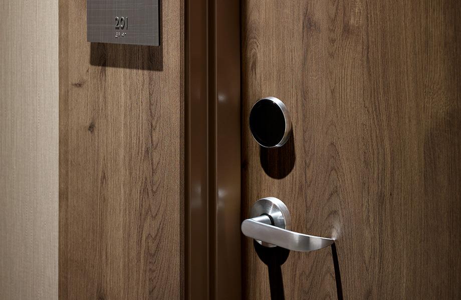 Formica® Laminate Stratifié de marque Formica® HPL door porte 7413-PG Planked Coffee Oak Planche de Chêne Café