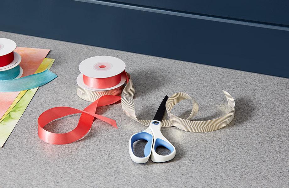 4971 58 Natural Gray Felt ribbon and sissors
