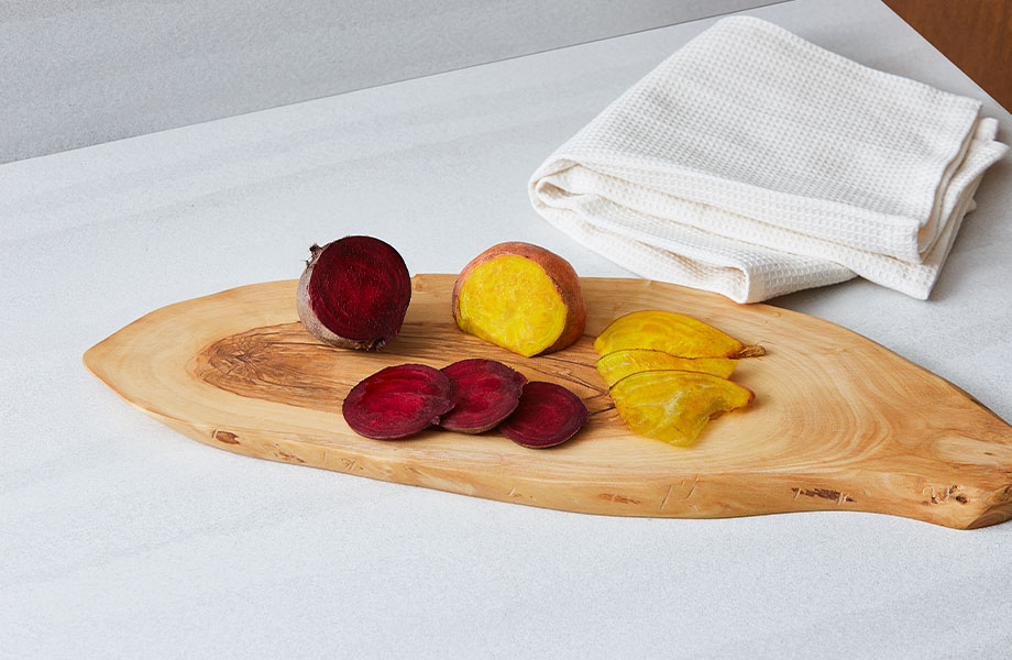 9512 34 Layered White Sand countertop with cutting board and fruit