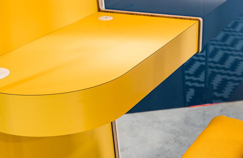 Cabine téléphonique Loop par Onetwosix avec les Stratifiés de marque Formica® gros plan