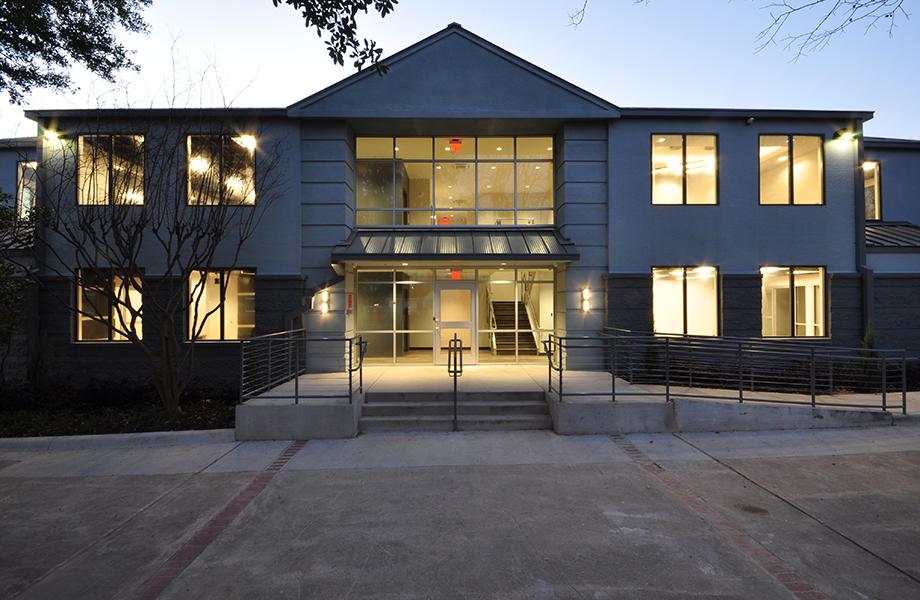 Le Stratifié DecoMetal® brille de mille feux dans un design primé du Wright Group Architects : extérieur du bâtiment
