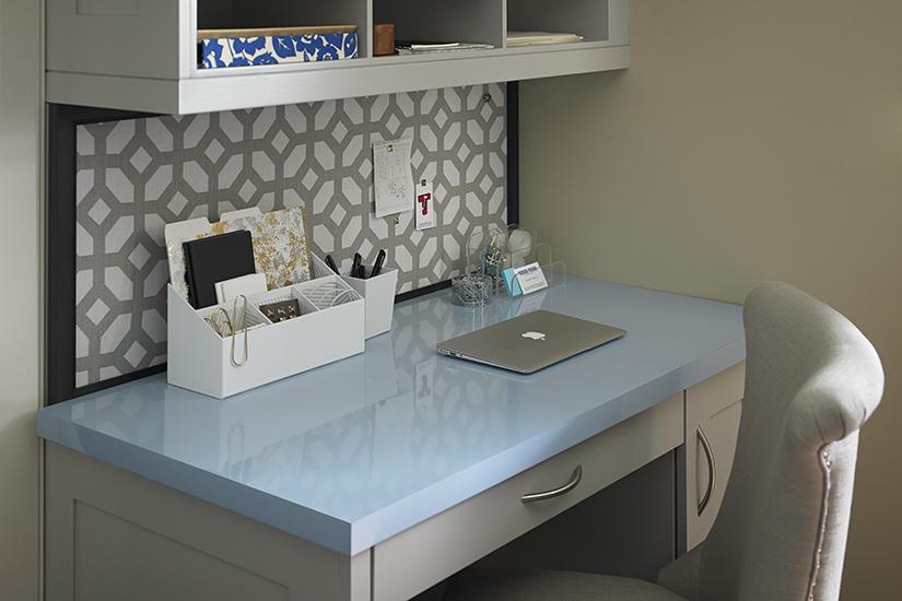 Bureau de maison fait avec Stratifié haute pression HPL de marque Formica® Simplement Bleu 8821