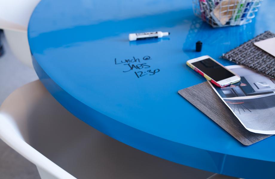 Table en Stratifié de marque Formica®, tableau effaçable à marqueur 8795-90 Bleu matrice