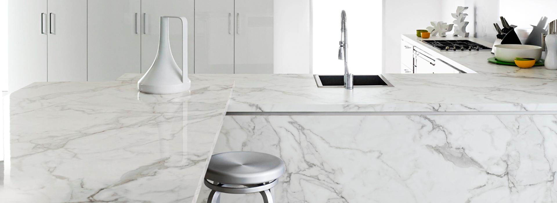 Comptoirs de cuisine lustrés en stratifié de marque Formica® collection 180fx® Marbre Calacatta 3460-90