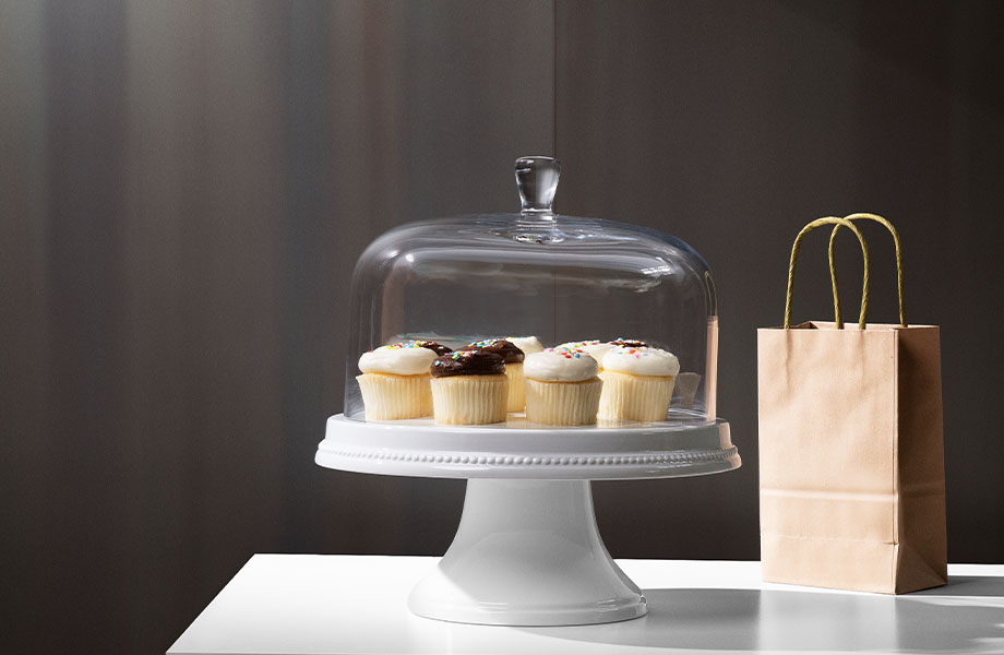 M9420 Light Rolled Steel bakery metal wall panels with cupcake display