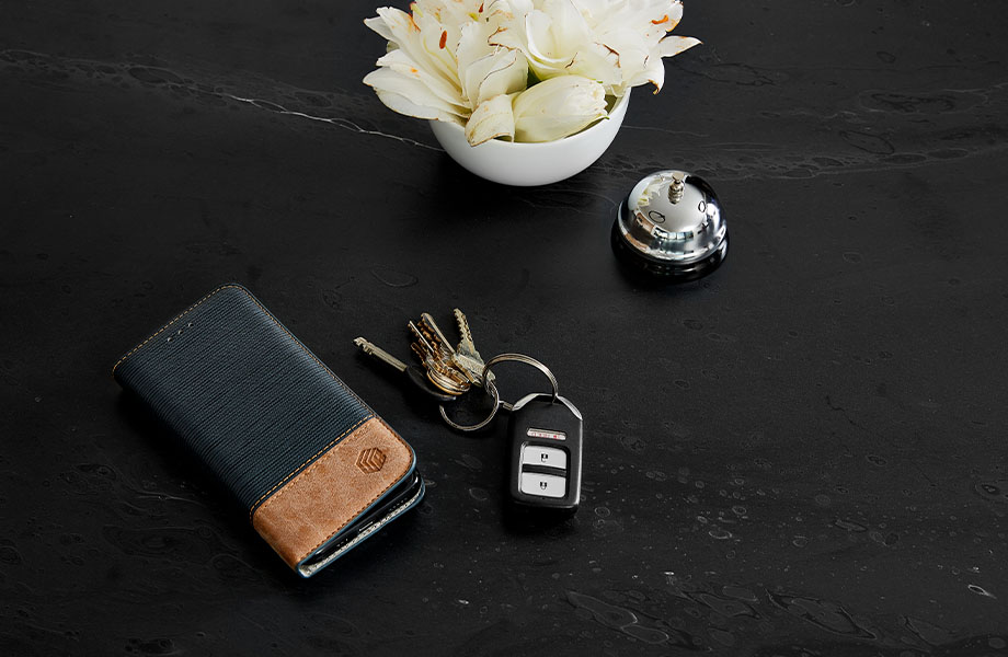 5015 11 Black Painted Marble with keys, flowers and phone