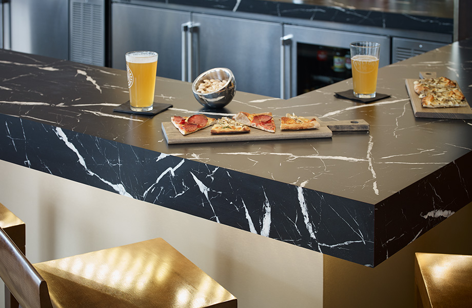 Bar countertop with pizza and spirits 7403 Nero Marquina 180fx