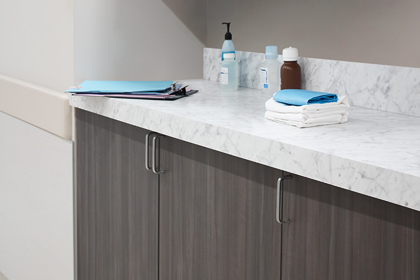 Doctors office countertop 6696 Carrara Bianco Colorcore2