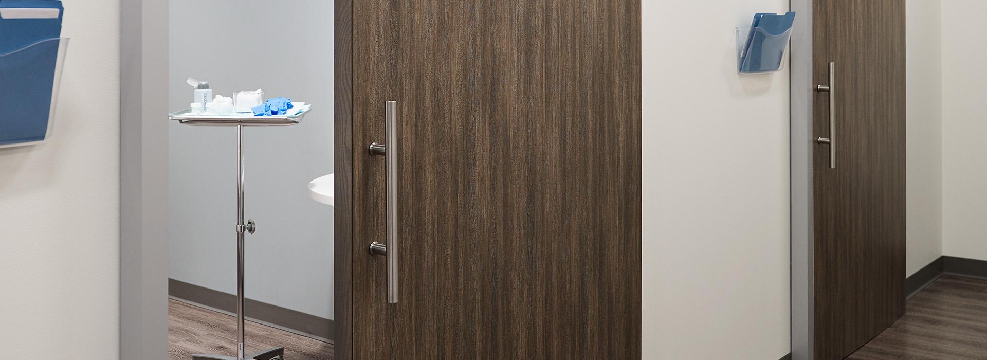 Portes en Stratifié de marque Formica® 8915-NG Fibre de Bois de Noyer